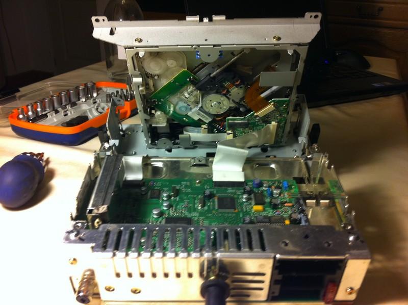 Nettoyer la lentille du lecteur de cd clarion rd3 pu - Nettoyer circuit imprime ...